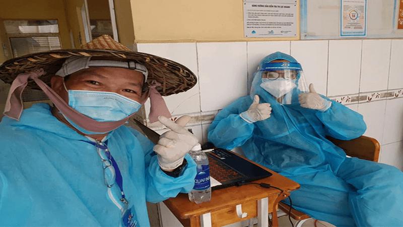 1 Nữ sinh Sài Gòn cùng bố đi chống dịch