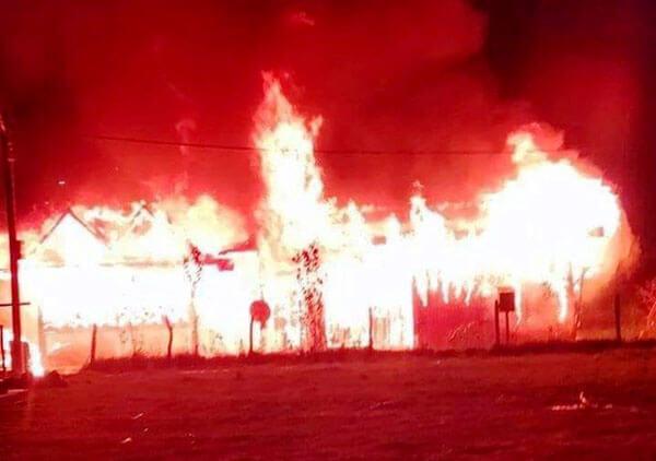 Cháy nhà trong 1 đêm, vợ chồng thầy giáo Cơ tu mất hết bằng cấp, chứng nhận