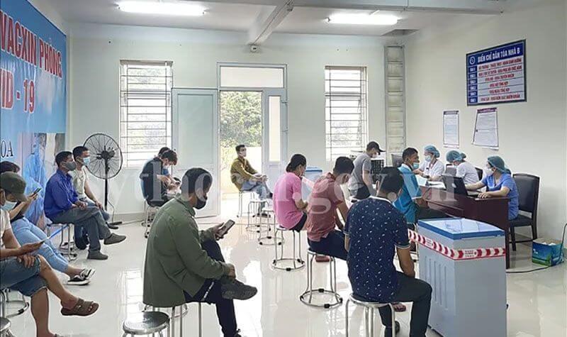 Lào Cai tiêm vắc xin Sinopharm cho lao động cửa khẩu, chống covid-19