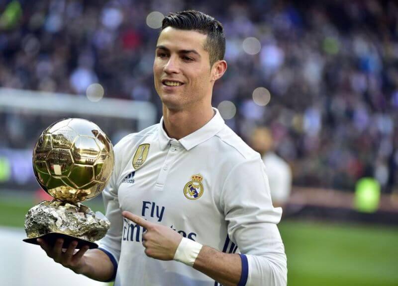 Thương vụ mua Ronaldo của Manchester United làm chấn động châu Âu