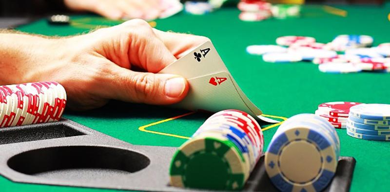Chơi poker chuyên nghiệp tại qh88
